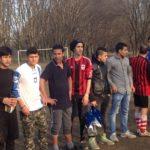Gli studenti di Alfabeti schierati in campo prima delle partite