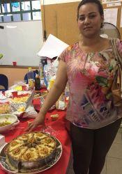 Selwa con il suo piatto tipico marocchino